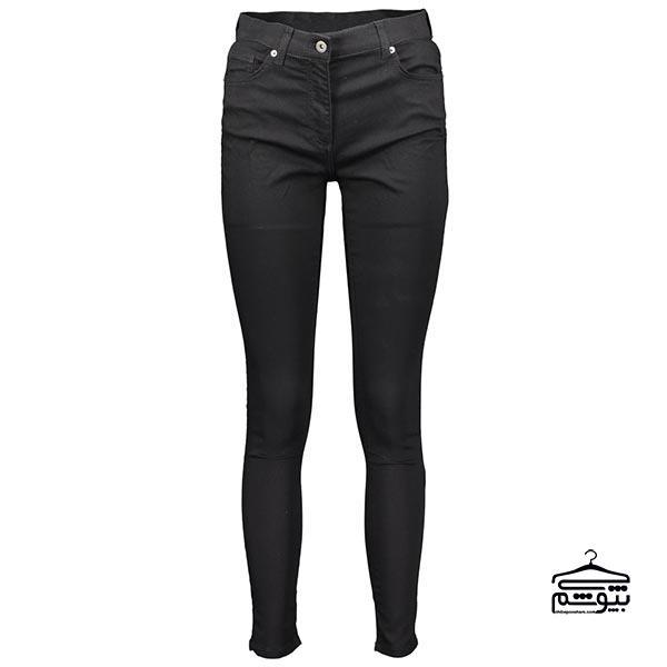 یک شلوار جین به رنگ تیره