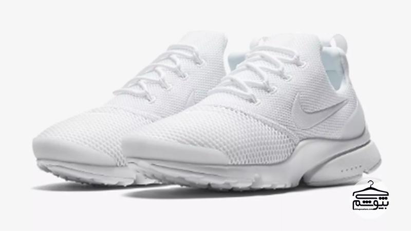 کفش ماه تولد فروردین : کتانیهای سفید