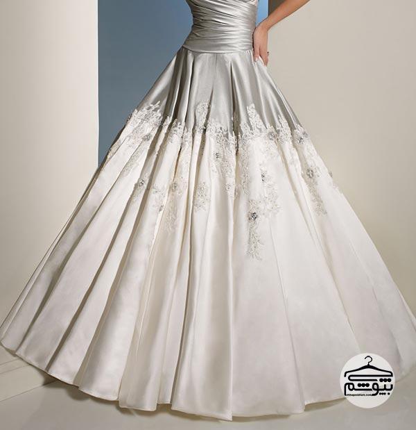 لباس عروس با ترکیب رنگ سفید و نقرهای