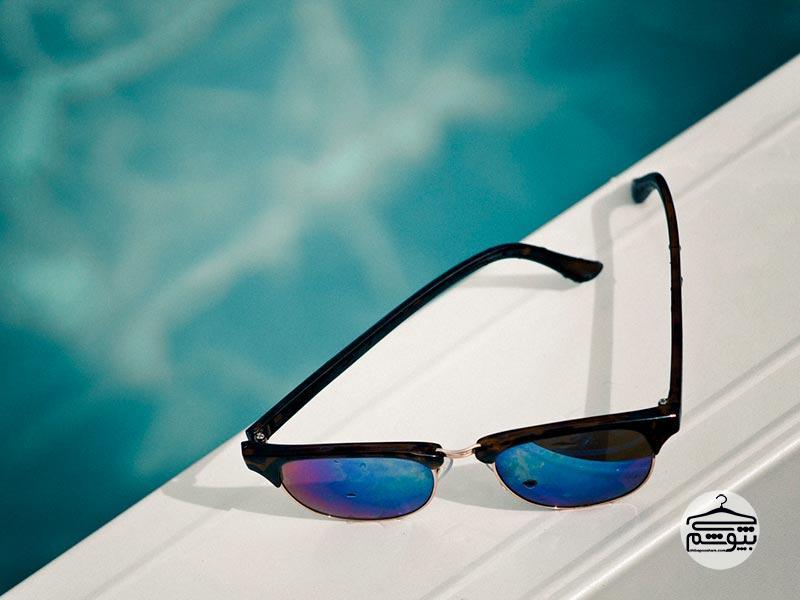 روش تست کردن عینک آفتابی روی سطح بازتاب دهنده