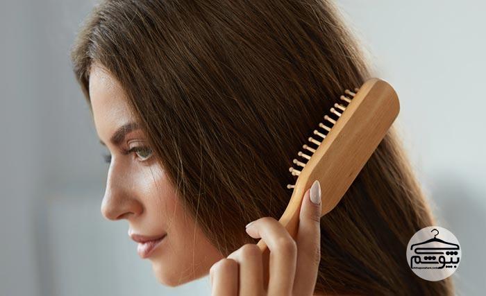 آرام و ملایم گرههای مو را از هم باز کنید
