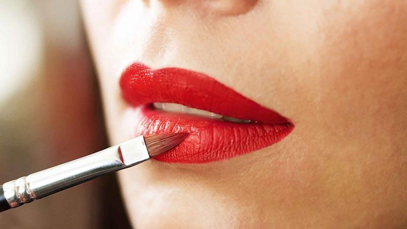 رنگ طبیعی و زیبای لبهای خود را بهبود ببخشید
