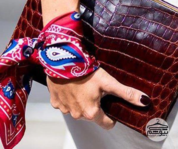 چگونه باندانا را مثل دستبند ببندیم؟