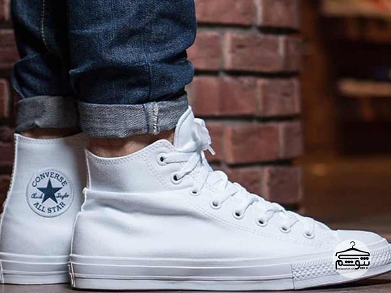 از کفش نیم ساق سفید استفاده کنید