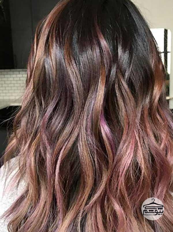 رنگ موی شکلاتی با رگههای بنفش