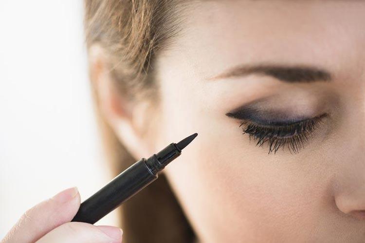 اصلاح خط چشم یا ریمل