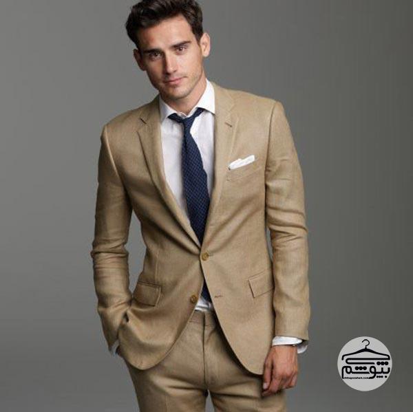 کت و شلوار کرم با کراوات