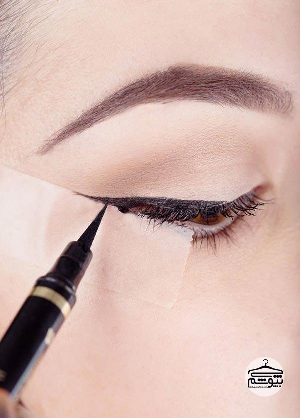 پلکهای خود را برای کشیدن خط چشم آماده کنید