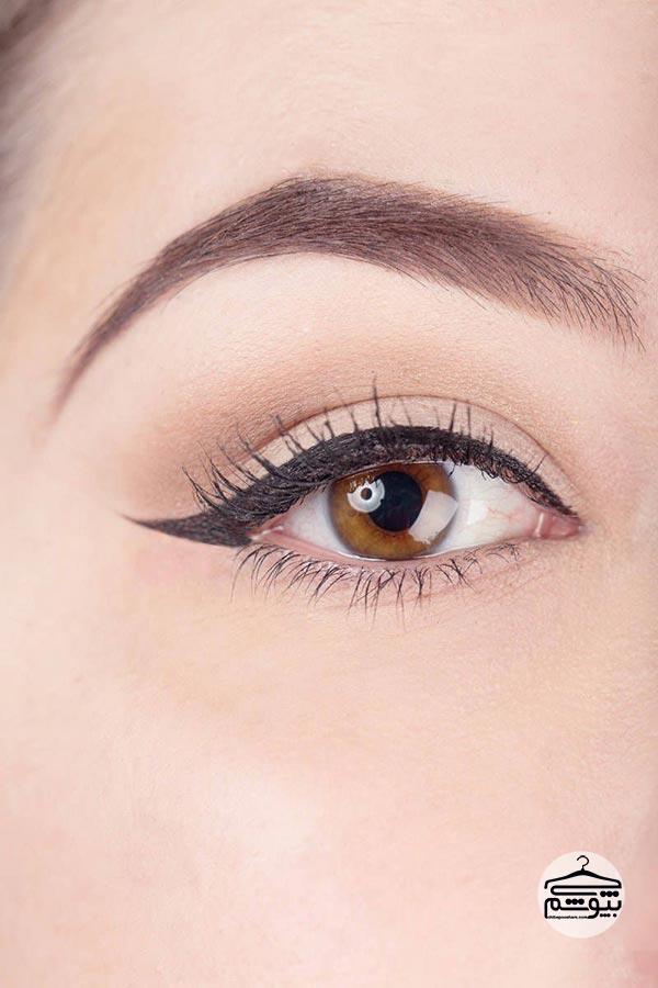 از یک خط چشم کرمی استفاده کنید