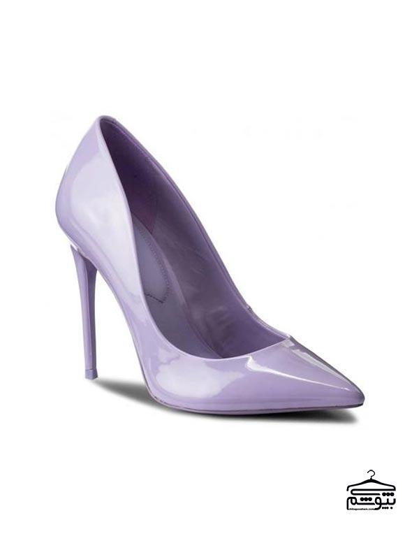 کفشهایی به رنگ بنفش روشن