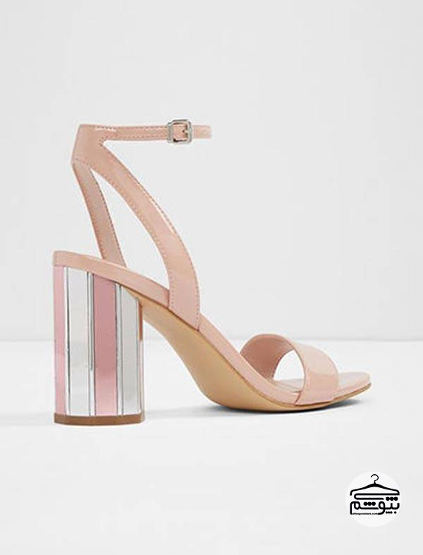 کفشهایی که پاشنه آنها مدل خاصی دارد