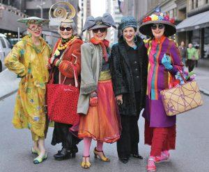 چگونه لباس بپوشیم که جوانتر بهنظر برسیم؟ راهنمای استایل برای خانمهای ۳۵سال به بالا